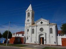 Die Heilige Kreuz Erlöserkirche von 1909 ziert nicht nur das Stadtbild, sondern auch die argentinische 1-Peso-Briefmarke.