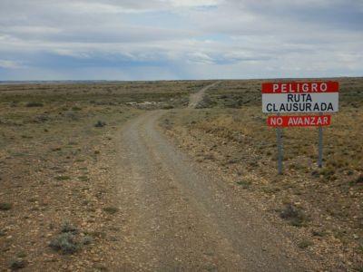 Nach 35 Kilometern wollten wir eigentlich weiter nach Rio Gallegos fahren. Fin!