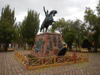 """Im zentralen Stadtpark, das Denkmal Jose de San Martin. Der """"Befreier"""" von den Spaniern 1817/18."""