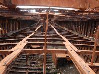 ...zeigen den Aufbau und die Konstruktion des ca. 100 m langen Seglers mit seinen drei Lade-Ebenen und zwei -Luken.