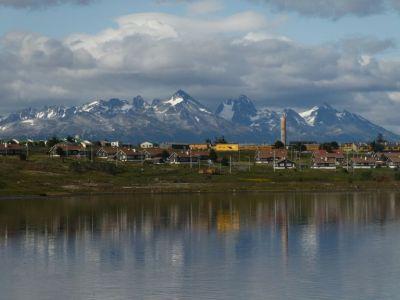 Ushuaia, die südlichste Stadt der Erde, am Beagle-Kanal ist Ausgangspunkt...