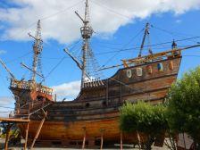 ...besuchen wir das kleine Schiffsmuseum mit Nachbauten der Nao Victoria, ...