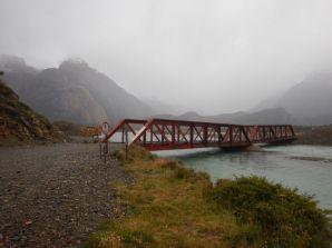 Aber diese wenig vertrauenswürdige 6-Tonnen-Brücke…
