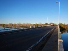 Endlich, nach 8 Wochen! Wieder Asphalt unter den Rädern - es geht über den Rio Negro Richtung Buenos Aires