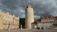 wird vom mächtigen Eulenspiegel Turm dominiert.