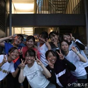 練習後、カメラに笑顔を向ける選手たち