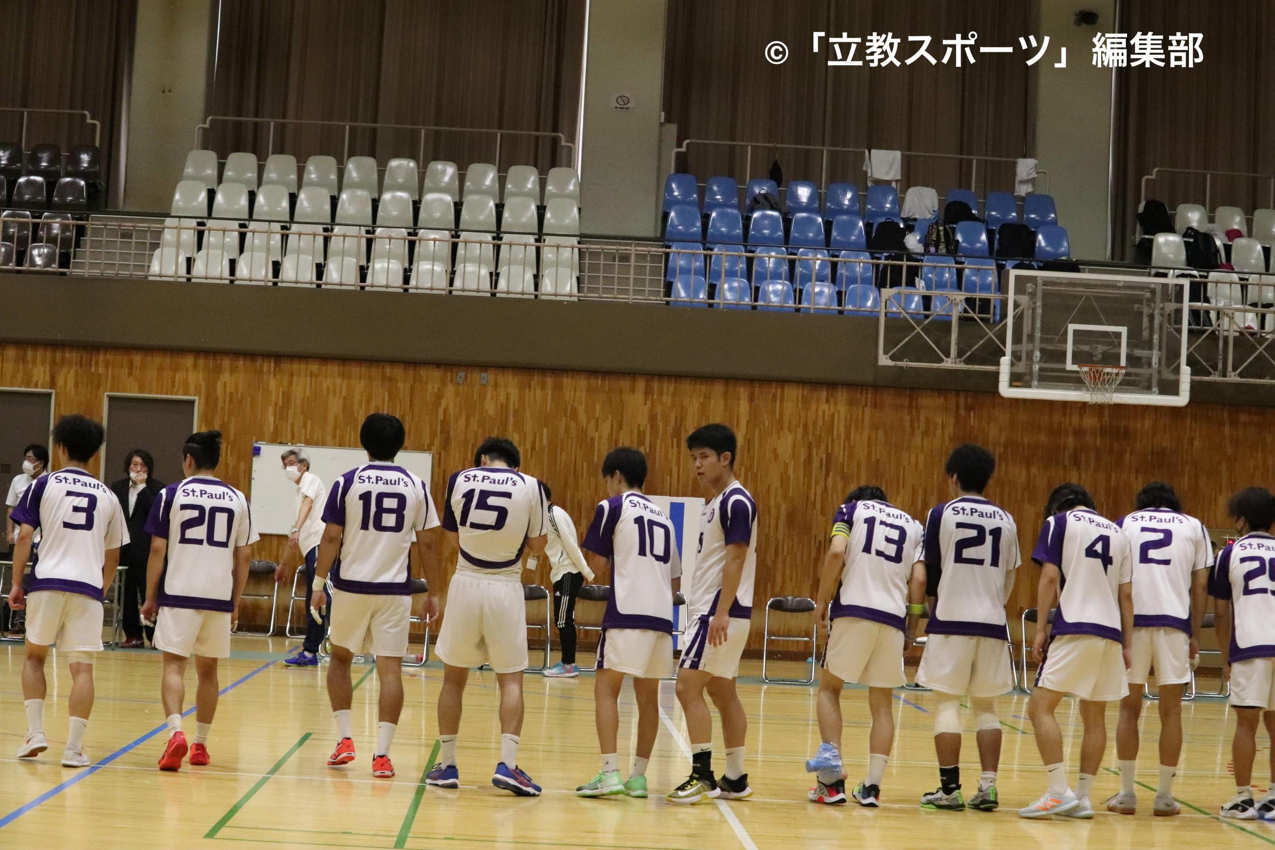 試合終了後、整列をする選手たち