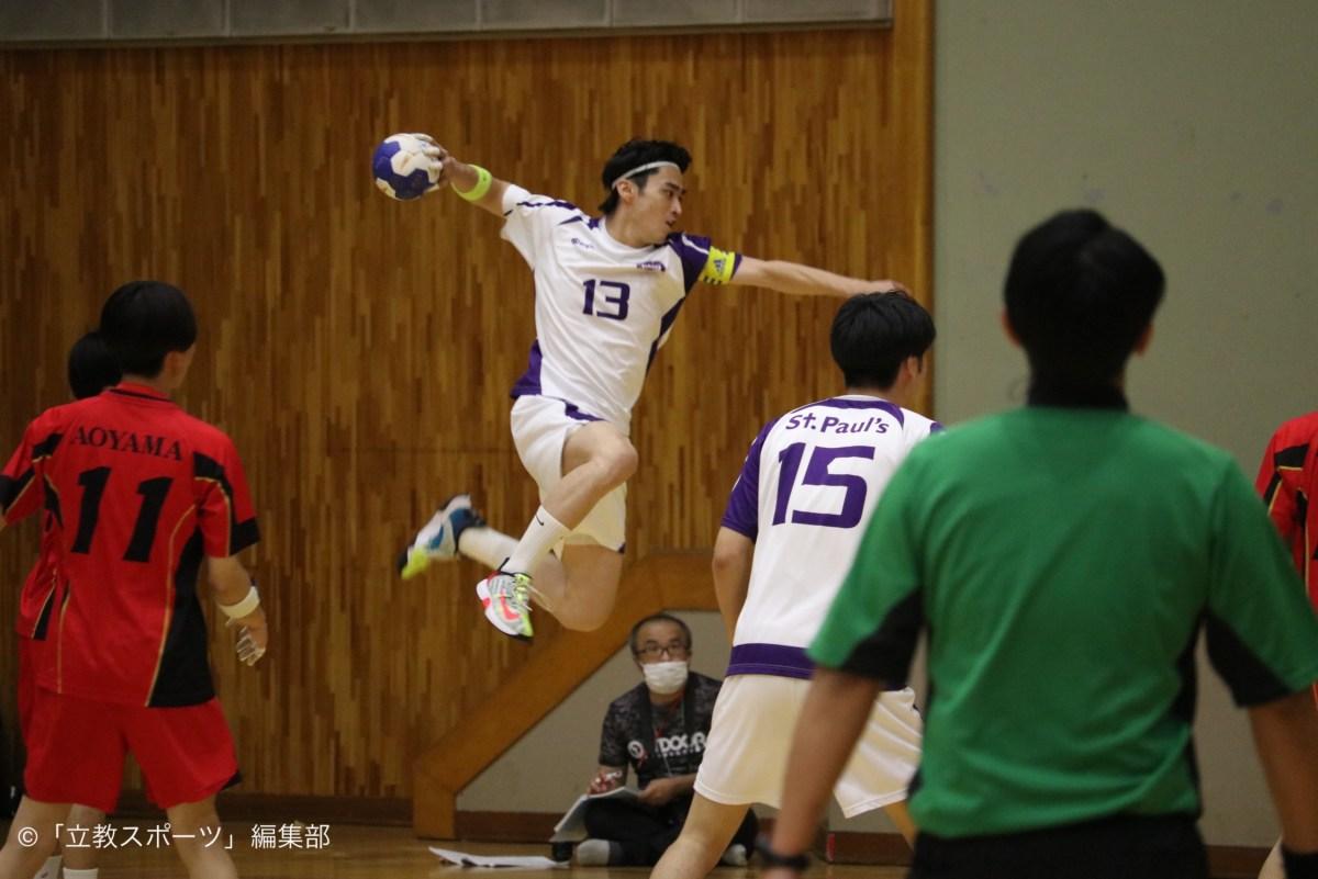 ジャンプシュートを放つ主将・角田