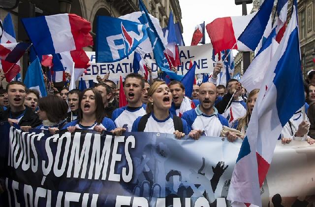 FNP støttespillere. Frankrike er et av de få vestlige land med et sterkt nasjonalistisk parti.