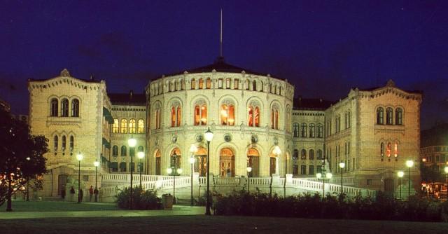 Er dette styrerommet til Norge AS, eller er det hvor våre representanter representerer oss i alle saker?