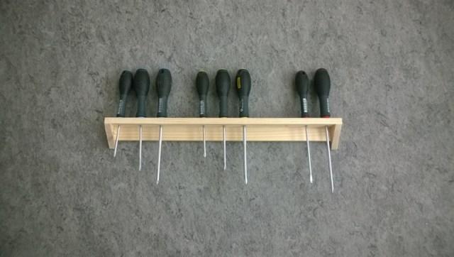 Schroevendraaiers ophangen