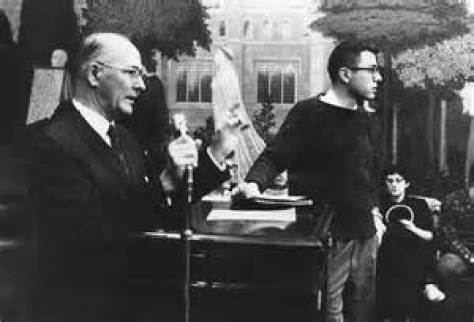 A 20-year-old Bernie Sanders leads students in a multi-week sit-in to oppose segregation in off-campus housing owned by the University of Chicago. kolonai.com
