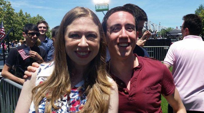 @Salon anti-#BernieSanders piece written by '08 Clinton staffer @ChrisSosa | #MSM on Blog#42