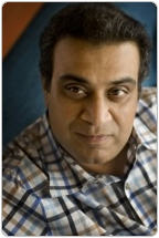 Om Malik Dumps His iPhone For A T-Mobile BlackBerry Curve 8900