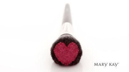 Brocha con corazón de Mary Kay