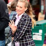 Hilary Duff con recogido half up bun