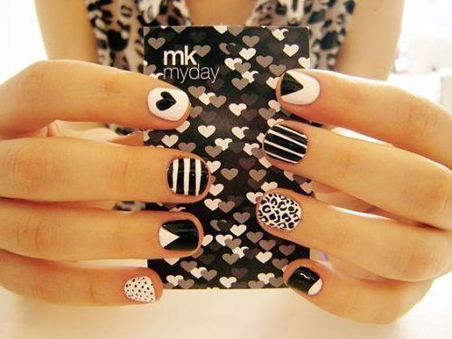 Diseños de uñas en blanco y negro, Mary Kay