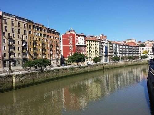 Visita a Bilbao: Edificios junto a la ría