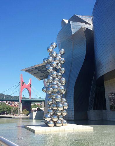Visita a Bilbao: El gran árbol y el ojo