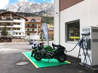 Dolomiti, Energica Motor svela la prima colonnina fast charge