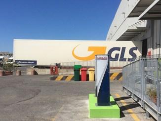 Spedizioni a impatto zero, GLS installa colonnine elettriche a Roma