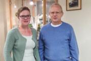 Möllenbeck: Mitfahrerbänke und Gemeindemitarbeiter