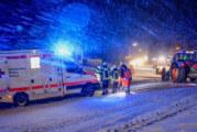 """Feuerwehr befreit DRK-Rettungswagen aus """"festgefahrener"""" Situation"""