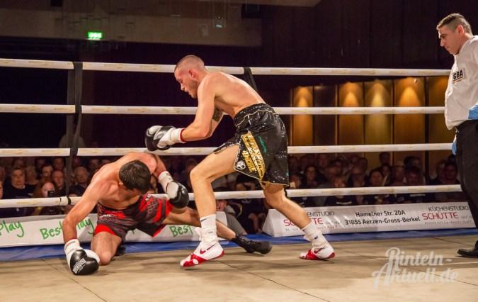 18 rintelnaktuell profiboxen piergiulio ruhe sport brueckentorsaal boxring event waru kampf gegner runden