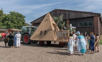 14 rintelnaktuell ernteumzug moellenbeck ernte dorfgemeinschaftsfest erntewagen 2018