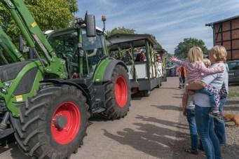 26 rintelnaktuell ernteumzug moellenbeck ernte dorfgemeinschaftsfest erntewagen 2018
