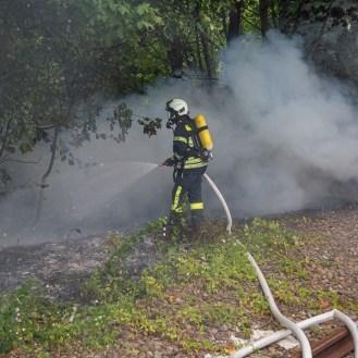 04 rintelnaktuell feuerwehr rinteln brand holz bahnschwellen grosse tonkuhle nordstadt 2.7.19