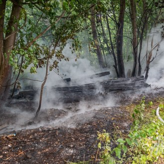 09 rintelnaktuell feuerwehr rinteln brand holz bahnschwellen grosse tonkuhle nordstadt 2.7.19