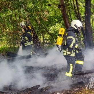 12 rintelnaktuell feuerwehr rinteln brand holz bahnschwellen grosse tonkuhle nordstadt 2.7.19