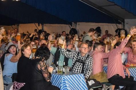 05 rintelnaktuell oktoberfest doktorsee kasplattnrocker 2019 meilenbrock festzelt bier wiesn ozapftis musik