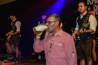 07 rintelnaktuell oktoberfest doktorsee kasplattnrocker 2019 meilenbrock festzelt bier wiesn ozapftis musik