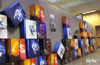 Riofluo a mis en place, pour la société Adobe France, l'événement célébrant l'anniversaire du logiciel Photoshop qui fêtait ses 20 ans d'existence. Plusieurs animations autour de la création artistique en réel et en numérique ont été mises en place. Création d'une grande fresque réalisée au Posca, en live, par le collectif de 4 artistes Ame Sans Cible. Sélection de plusieurs intervenants experts sur Photoshop, Illustrator, InDesign et plus particulièrement sur les nouveautés de la CS5 pour répondre aux différentes questions des personnes présentes (près de 500 sur l'après midi). Organisation de 8 conférences réunissant les différents thèmes de l'image et de la retouche (présence de spécialistes comme Christophe Huet, Dominique Legrand, Pierre Henri Muller Durant ces conférences, organisation d'une Battle Graphique sur le thème du cadavre exquis : présence de 6 artistes numériques, 30 minutes chacun pour s'exprimer, le premier artiste commence, le second prend la suite pour continuer l'image et ainsi de suite…