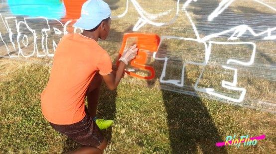 La ville de Serris a proposé à Riofluo de mettre en place un atelier Graffiti et Cellograff durant leur évènement BOUGEZ VOTRE ETE. C'est avec plaisir que l'artiste Sitou à créer de belles fresques avec le public durant une jolie journée de partage Serris, Cellograff, BOUGEZ VOTRE ETE, , Graffiti, Street-Art, participatif, Riofluo