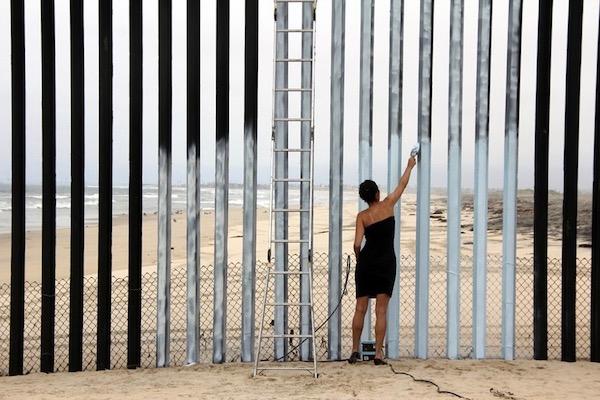 Ana Teresa Fernández's Borrando La Frontera