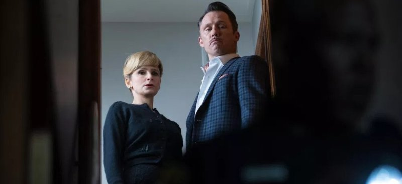 Kyra Sedgwick and Jeffrey Donovan in Villains (2019), reviewed at Riot Mateiral, LA's premier magazine for art and film.
