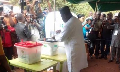 ENUGU: Gov Ugwuanyi casts his vote