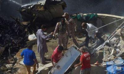Pakistan passenger plane crash into residential area