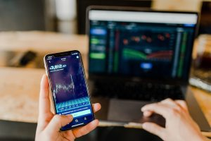 Learning to trade in the volatile market