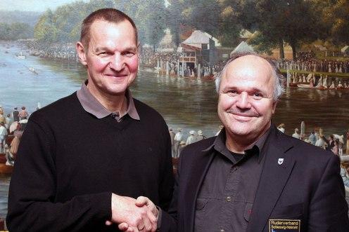 RVSH-Vorsitzender Reinhart Grahn gratuliert Thomas Lange