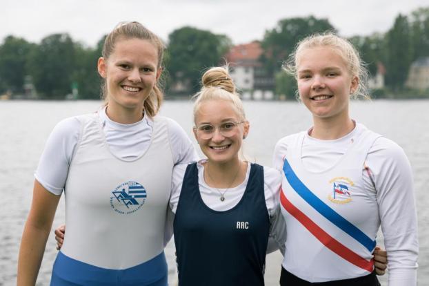 Svea Pichner, Janna-Marit Börger und Judith Guhse bei der Vorbereitung in Berlin (v.l.nr.)