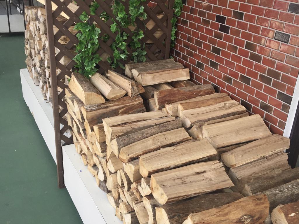 暖炉用の薪八幡平ライジングサンホテル