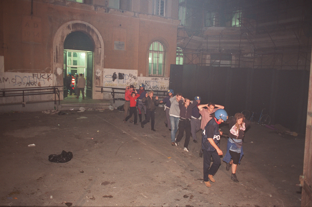Raid scuola Diaz G8 Genova