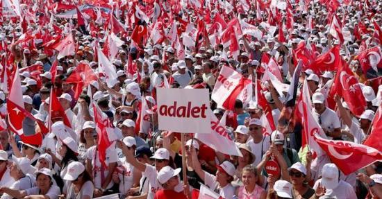 i socialisti contro Erdogan per la Turchia repubblicana e laica
