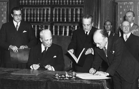 Terracini firma la Costituzione: e i socialisti della Costituente?
