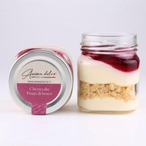 Cheesecake ai frutti di bosco in barattolo di vetro