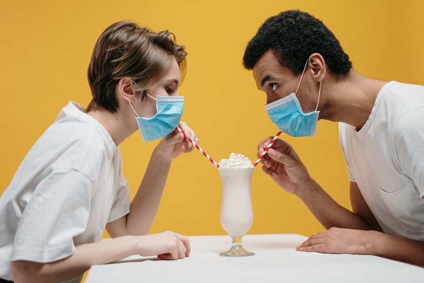 L'ansia da pandemia, il dito e la luna